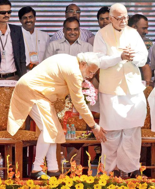 Original picture of Narendra Modi touching the feet of L.K Advani