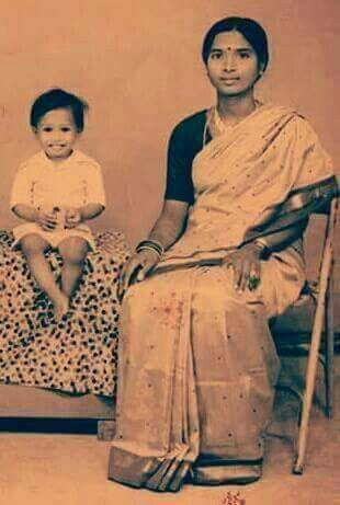 Alleged Modi's Childhood Photograph With Mother Heeraben