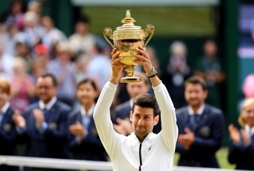 Image of Novak Djokovic with 2019 Wimbledon Cup