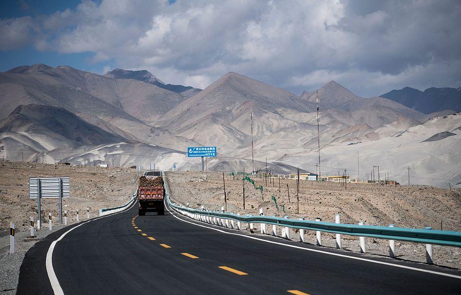 Image of Karakoram Highway near Tashkurgan, Northwest China's Xinjiang Uygur autonomous region