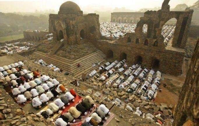 Last Prayers Offered in Demolished Babri Masjid, Photograph: Fact Check