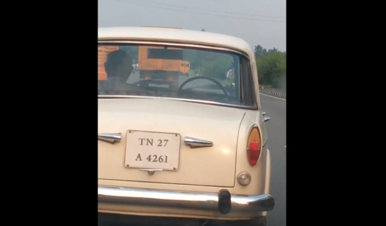 Premier Padmini Car Runs on Highway Without Driver, Video: Fact Check