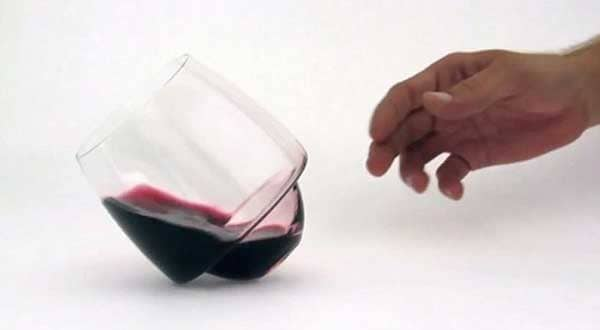 Saturn-'spill-proof'-wine-glass-by-Super-Duper-Studio
