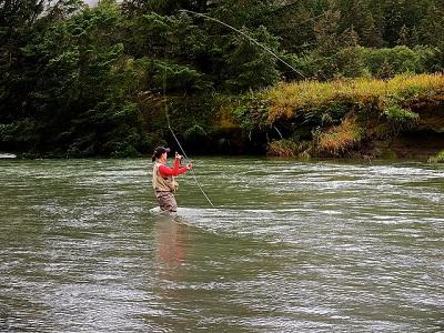 Frauen entscheiden oft für das Fliegenfischen.