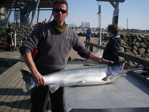 Dieser Lachs (über 20 kg) wurde Anfang Mai von Mathias vor Kap Arkona gefangen.