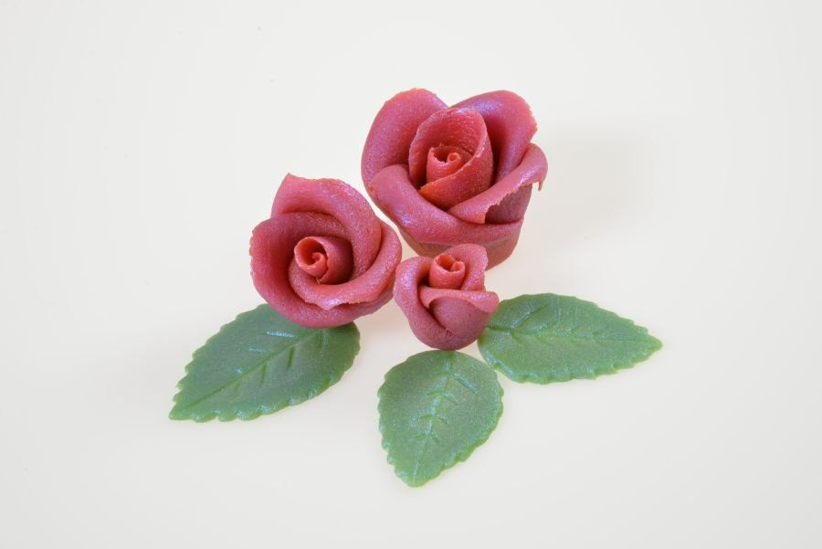 Glanzrosen Set rotsilber aus Marzipan 12 Rosen  18 Btter