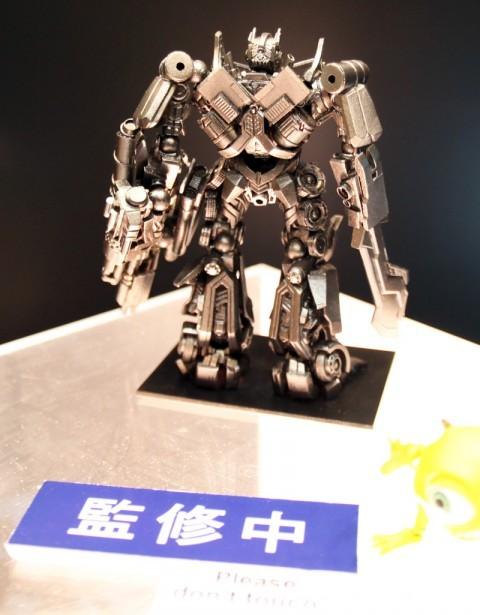 revoltech-optimus-prime-transformer-dark-of-the-moon-2
