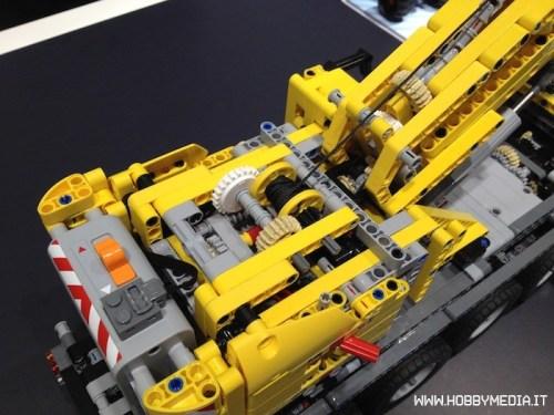 lego-technic-mobile-crane-mk-ii-42009-3