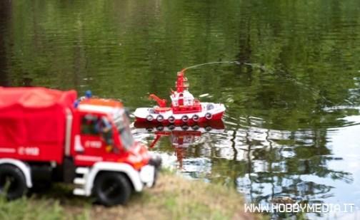 fantasyland-nave-fire-boat-azione1