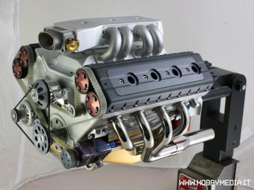 replica-in-scala-motore-v8-1