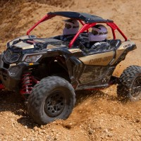 Axial Yeti Jr with a Can-Am Maverick X3 Body