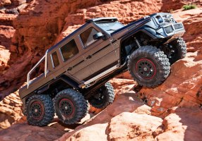 Traxxas TRX-4 Mercedes-Benz G 63 AMG 6×6 Action Video