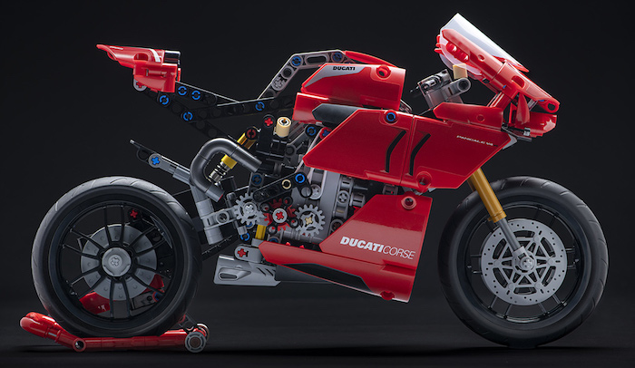 IT 9+ 0:00 / 1:28 Life-sized Ducati Panigale V4 R Model built with LEGO® TECHNIC