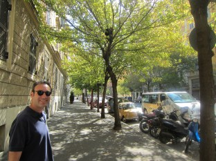 A nice empty and strangely UWS-like Rome street on the way to Castel San Angelo