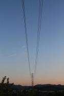 黄昏時の送電線