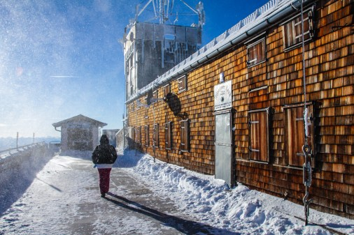 Österreich: Schneegestöber in Tirol