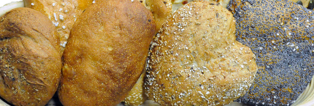 Gebaeckskoerbchen der Bäckerei Weninger mit unterschiedlichem Gebaeck