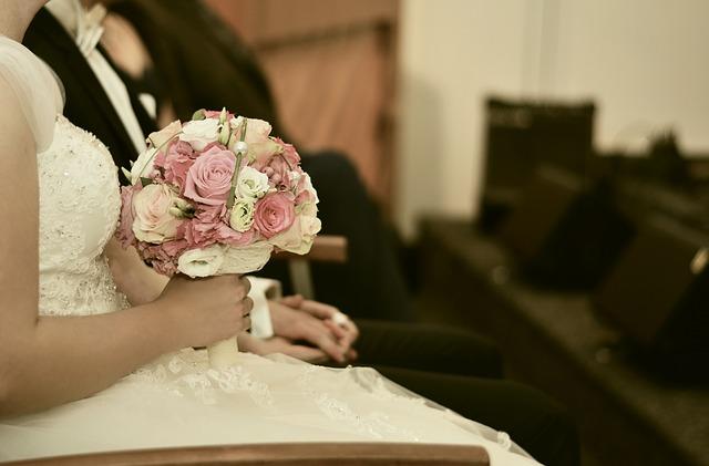 Welche Blumen machen sich im Brautstrau gut  Hochzeit Familie  Kind