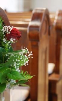 Hochzeitsdeko fr die Kirche BlumendekoIdeen fr die Kirche