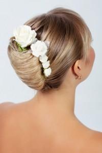 Brautfrisuren mit Blumen Floraler Chic fr die Haare