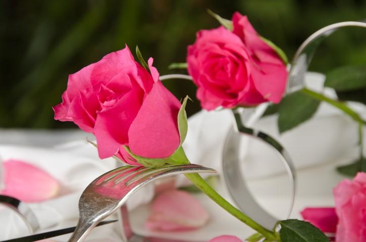 Sommerliche Tischdeko Ideen fr eine Hochzeit im Freien  Hochzeitcom