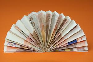 Anleitung Fcher aus Geldscheinen falten  Hochzeitnet
