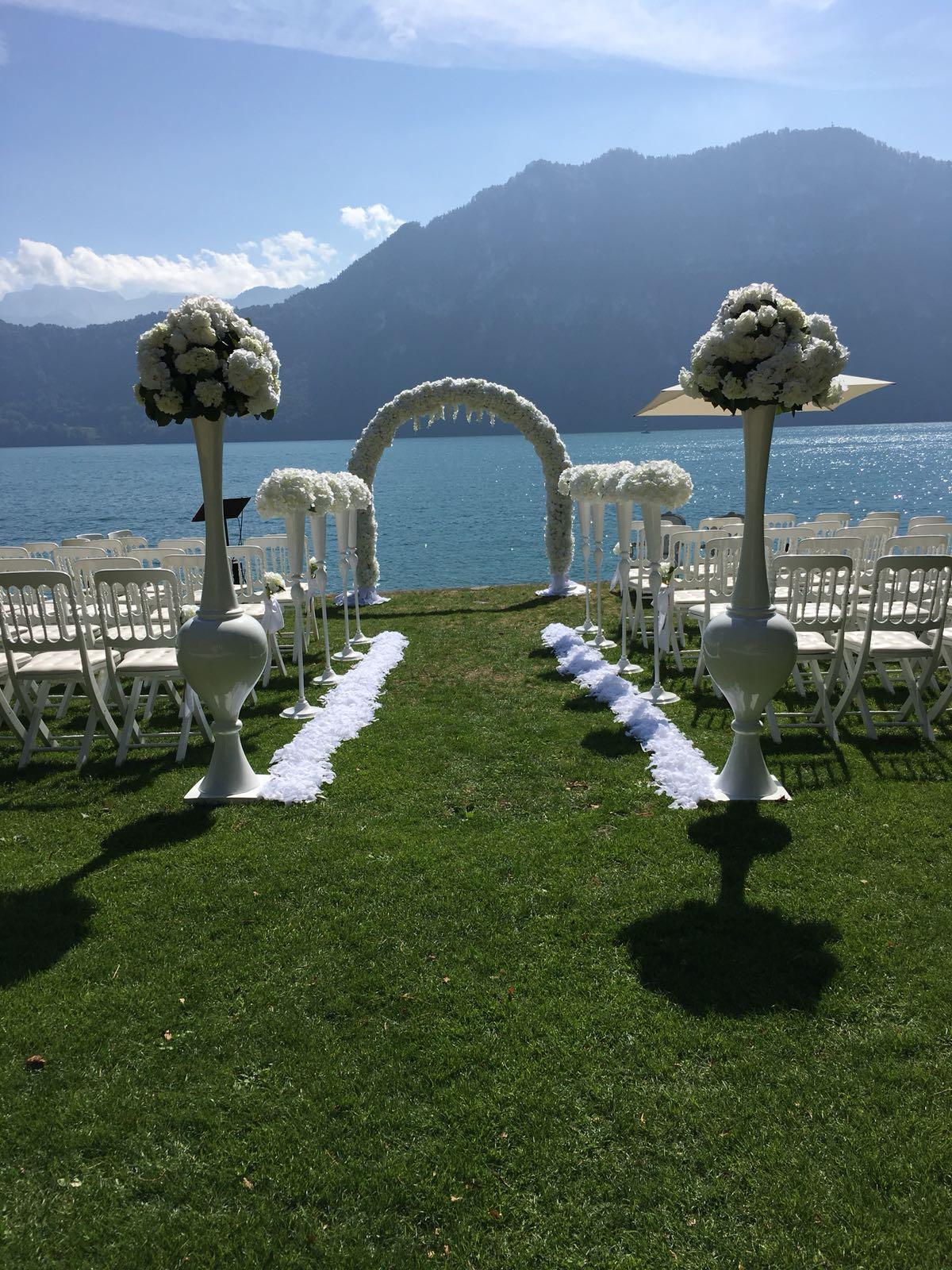 Blumenbogen weiss  Hochzeitsdekoration