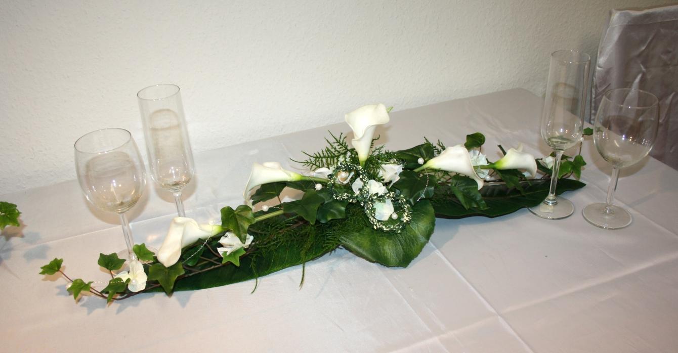 Tischgesteck Callas mit Ringen  Tischgesteck Callas mit