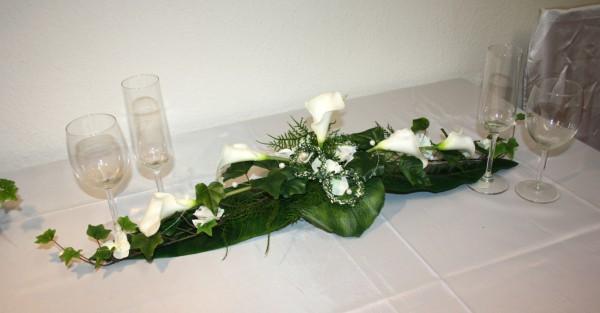 Tischgesteck Callas mit Ringen  Hochzeitsdekorationen