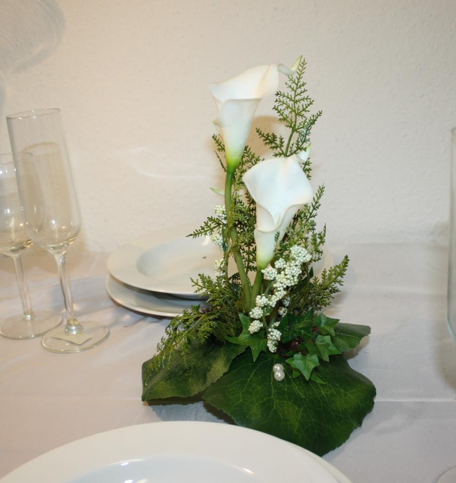 Tischdeko Callas hoch gesteckt  Hochzeitsdekorationen