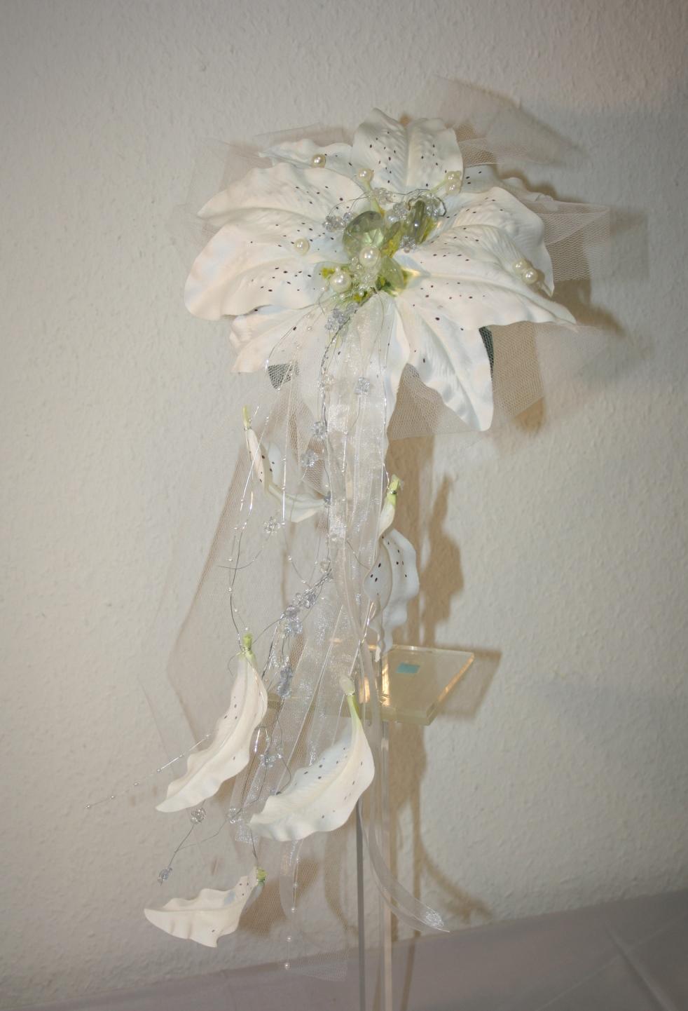 Brautstrauss Lilie mit Perlen  Hochzeitsdekorationen
