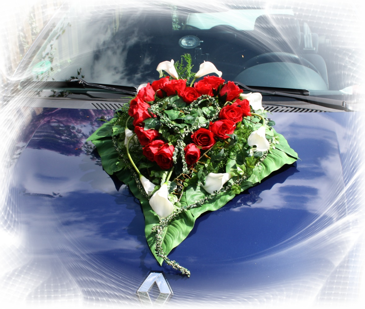 Autoschmuck Rosenherz mit Callas  Hochzeitsdekorationen