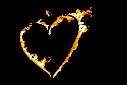 Brennendes Herz bei der Hochzeitsfeuershow im Hotel Ehrenbürg