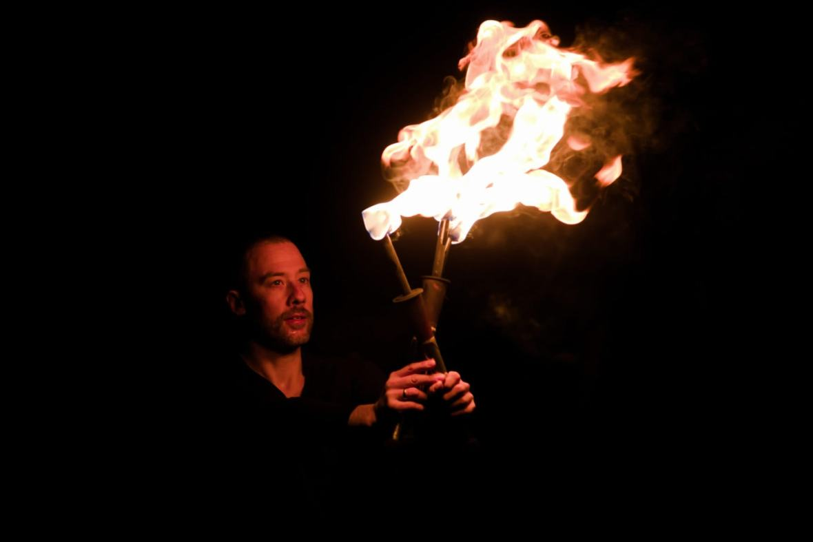 Feuerjonglage mit Fabian Rieger