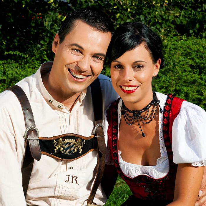 DirndlHochzeit  Bayerisches Flair beim romantischen JaWort