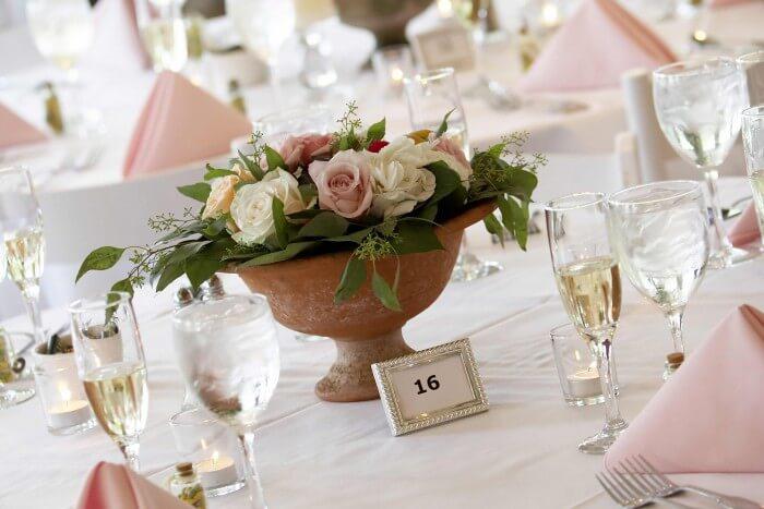 Blumendeko Hochzeit mit Rosen  Bildergalerie