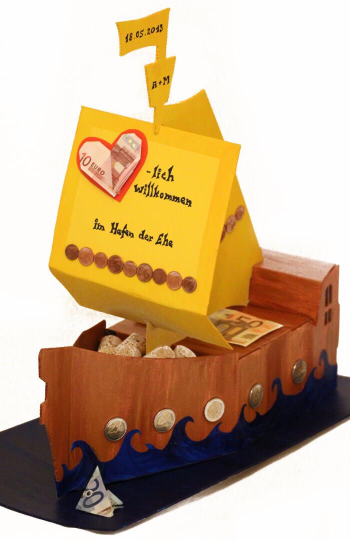 Geldgeschenk zur Hochzeit Schiff im Hafen der Ehe basteln