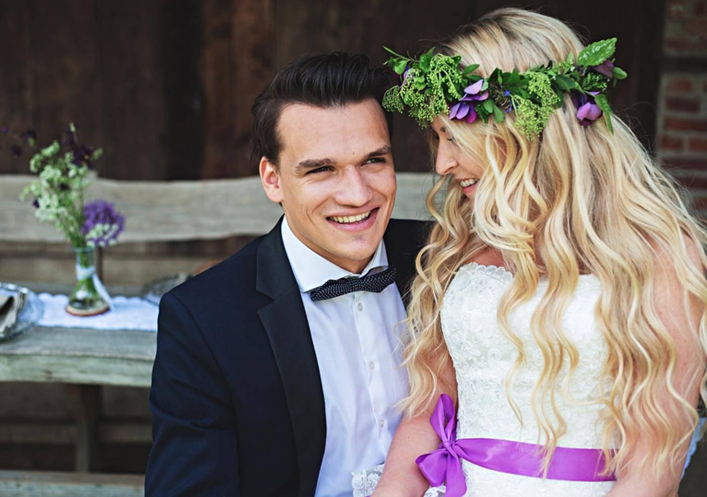 Rustikale Hochzeit mit Lila als bezaubernder Hochzeitsfarbe