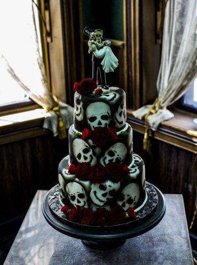 Halloween Hochzeitstorte  Mehr Beispiele in der Bildergalerie
