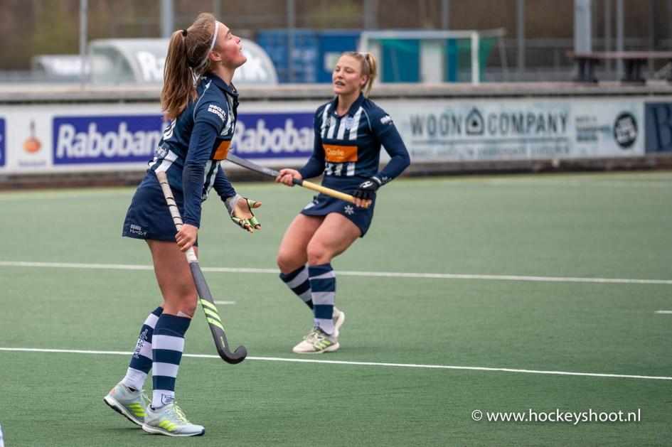 28-03-2021: Hockey: HDM D1 v Kampong D1: Den Haag Hockey Hoofdklasse dames 2021 (L-R)