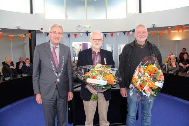 20160426-Lintjesregen-2016-groepsfoto-met-burgemeester-(klein)