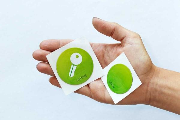• 6x NFC Sticker unbedruckt (3x 40mm und 3x 50mm Durchmesser)