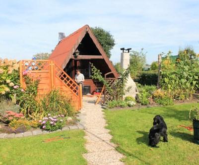 Garten mit Laube