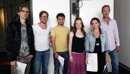 vrnl: Oliver Stritzel, Natalie Spinell, Janaina Stopper, Jonas Baeck, Nico Holonics und Jonathan Dümcke; Bild: WDR/Sibylle Anneck