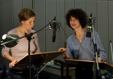 Jule Böwe und Bibiana Beglau; Bild: NDR/SWR/Monika Maier