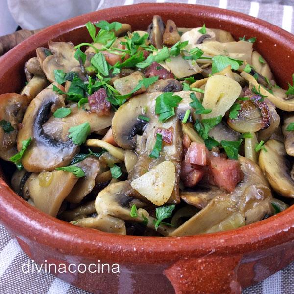 champinones-al-ajillo-cazuela