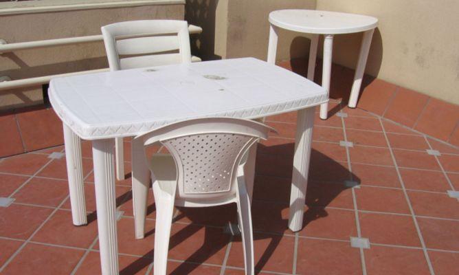 Limpiar mesas y sillas de plstico  Hogarmania