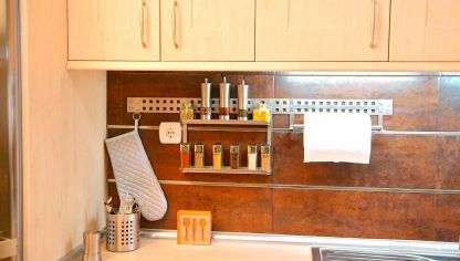 Instalar sacacorchos en la pared de la cocina  Bricomana
