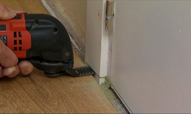 Cortar jambas y puertas para colocar un suelo nuevo