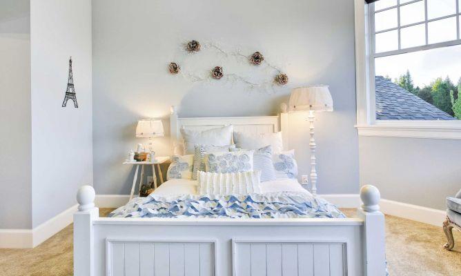 Habitacin de invitados luminosa en azul y blanco  Hogarmania